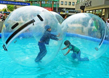 Kinderveranstaltungen Berlin Aqua-Zorbing